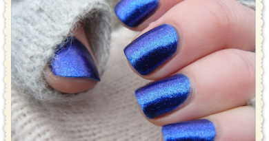 nail-blue-sweater