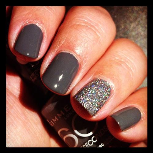 Grey Glitter - Holiday Nail Inspiration