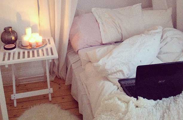 Bed-with-Laptop