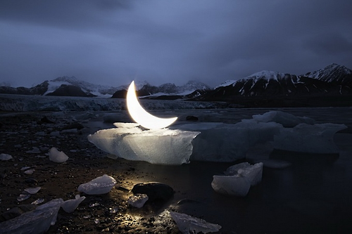 ART: Leonid Tishkov Travels The World With His 'Private Moon'