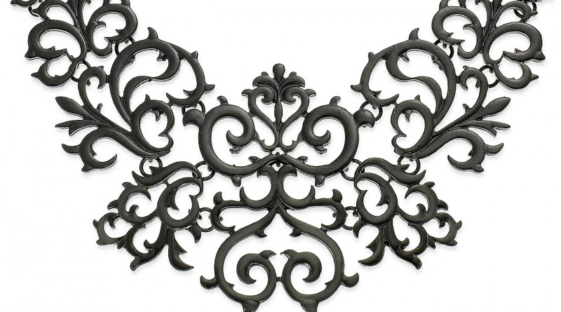 baroque necklace feat