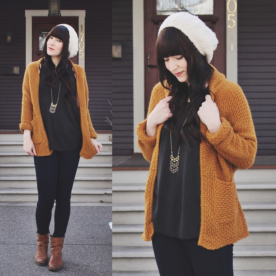 Jocelyn Chevron Necklace Winter Outfit