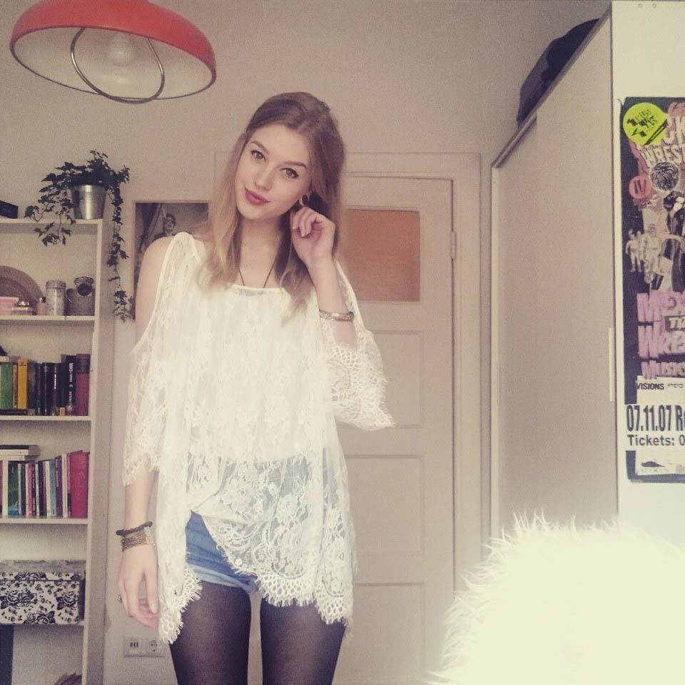Nadja F: High Waist Shorts & Lace Top