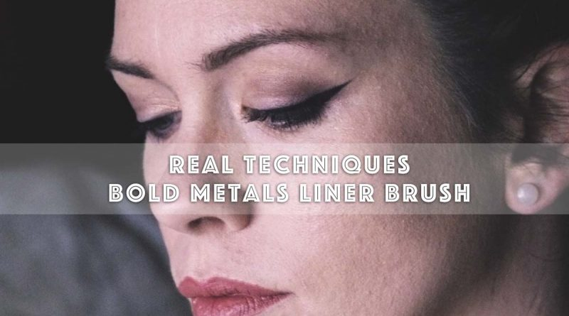 Real Techniques Bold Metals Liner Brush feat