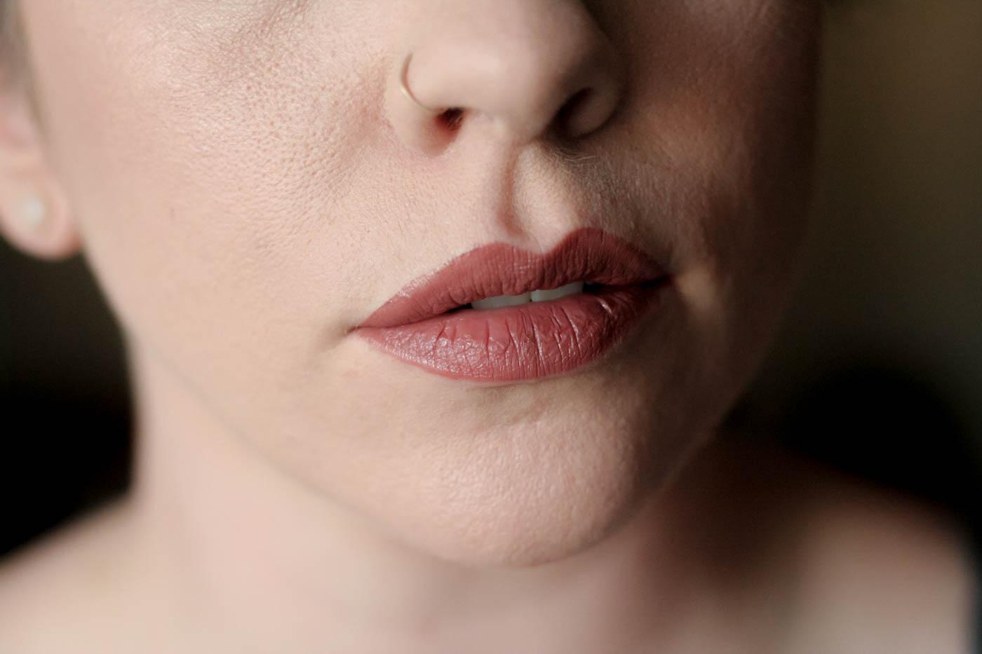 medium brown comforta matte vice lipstick palette swatch