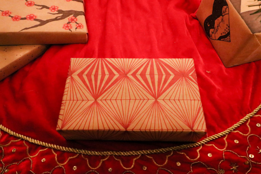 Sharpie DIY Gift Wrap - Red Geometric Illusion